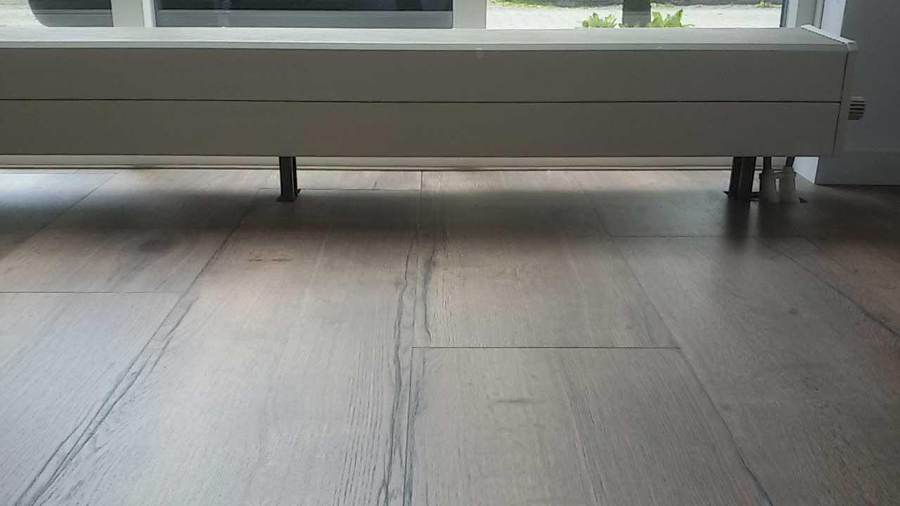 Nieuwe vloer leggen van belzen montage